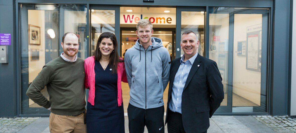 Tennis star Kyle Edmund  meets GOSH parents Pete and Emily Shaw