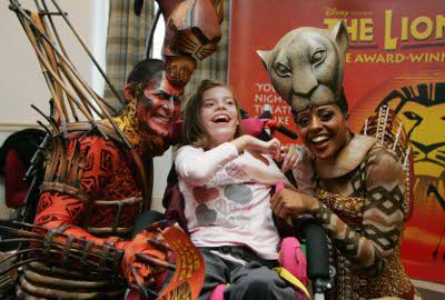 """Patient Faye with The Lion King's George Asprey (""""Scar"""") and Narran McLean (""""Nala"""")"""